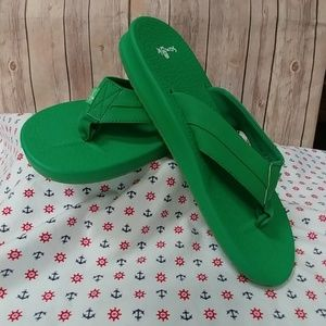 Sanuk Green Flip Flop Sandals 11W?